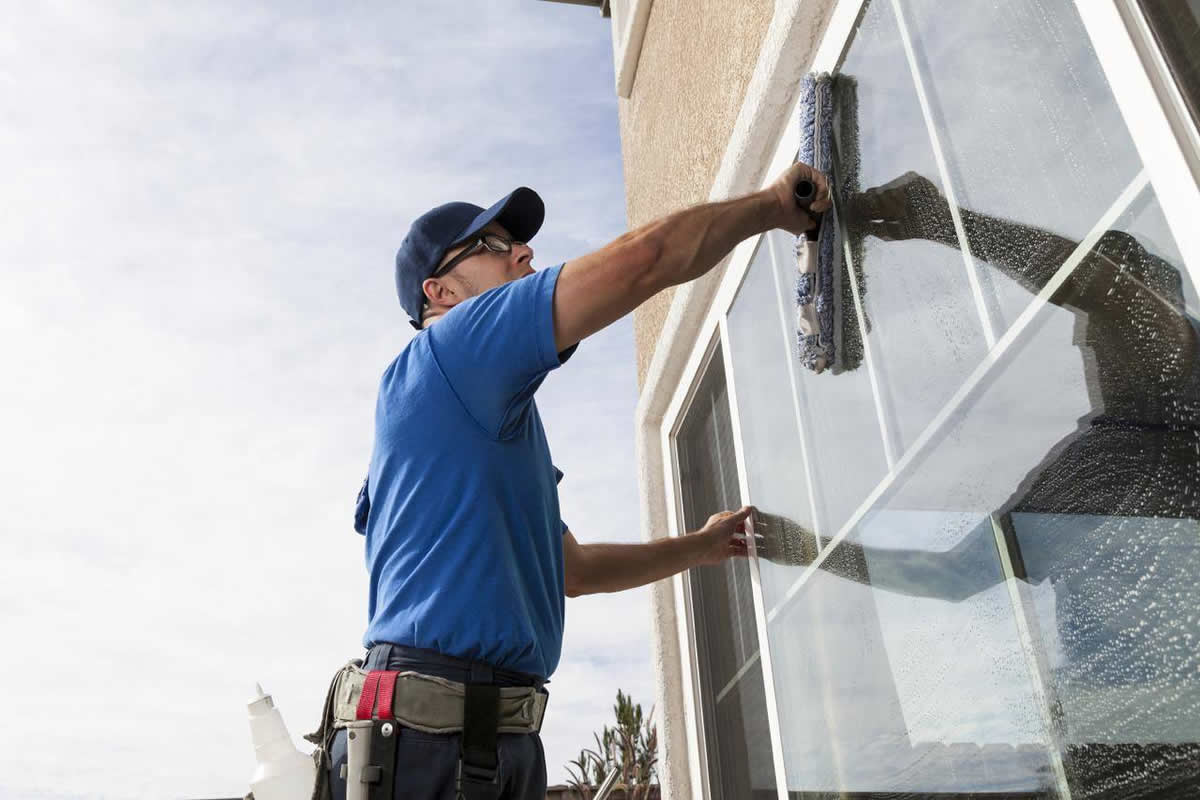 Three Great Reasons to Hire a Window Cleaning Service for Your Business