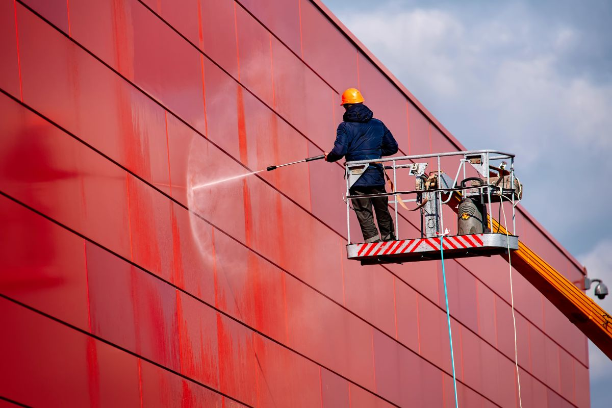 Four Reasons to Clean the Exterior of Your Commercial Property