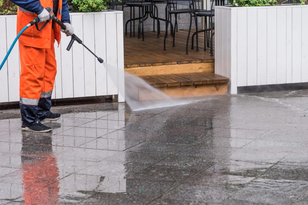 Why You Should Hire Professionals to Pressure Wash Your Business