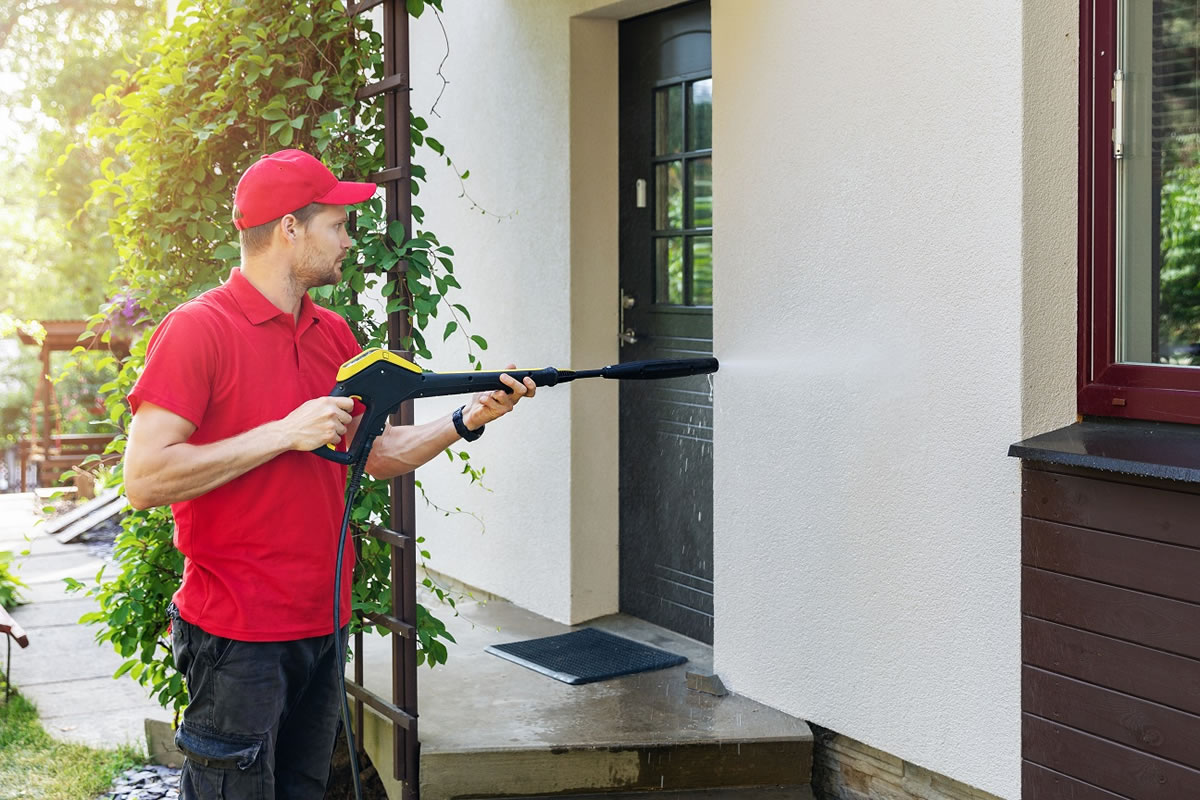 Five Benefits of Using Exterior Cleaning Services for Your Business