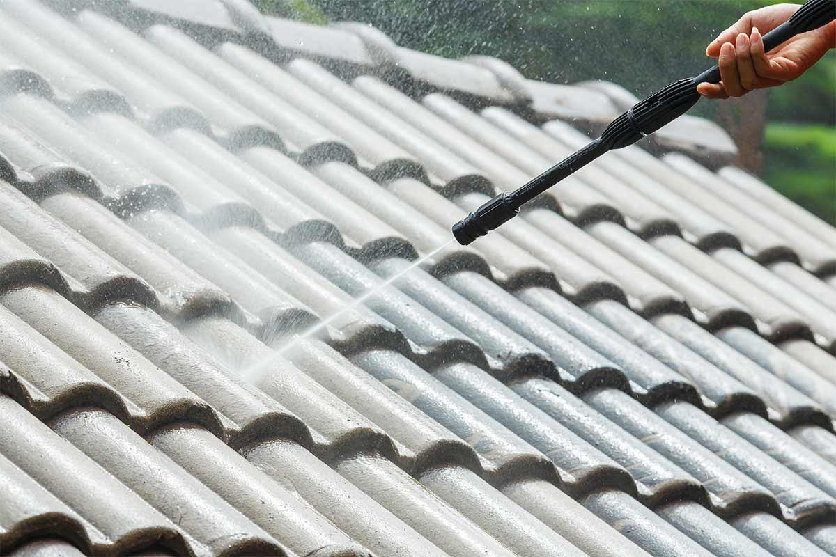 Think Before You Act When Pressure Washing Your Orlando Roof
