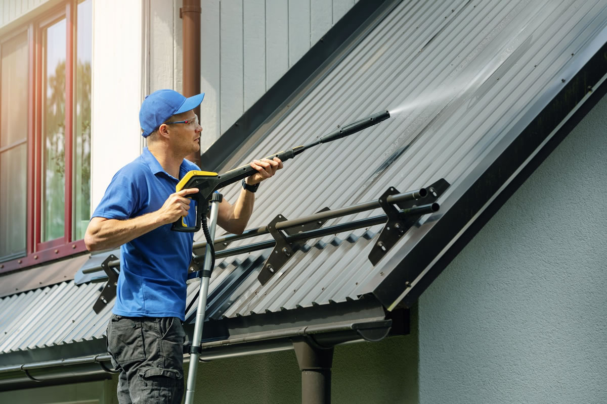 Four Reasons to Hire a Professional to Handle Your Pressure Washing