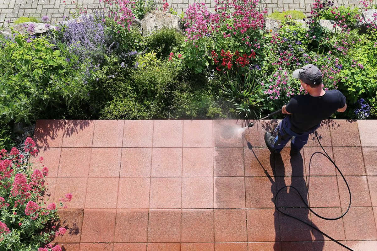 Why To Trust Professional Pressure Washing Contractors in Sanford FL